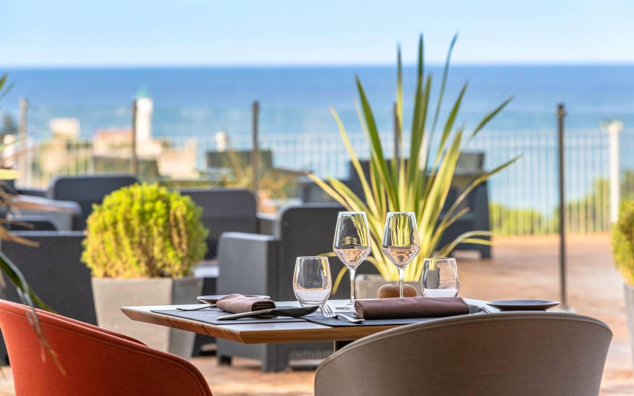 table set on the terrace - restaurant port vendres