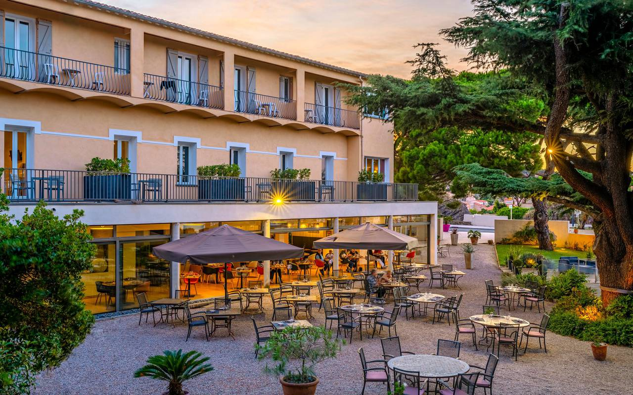 Exterior view in the hotel - accommodation south of france
