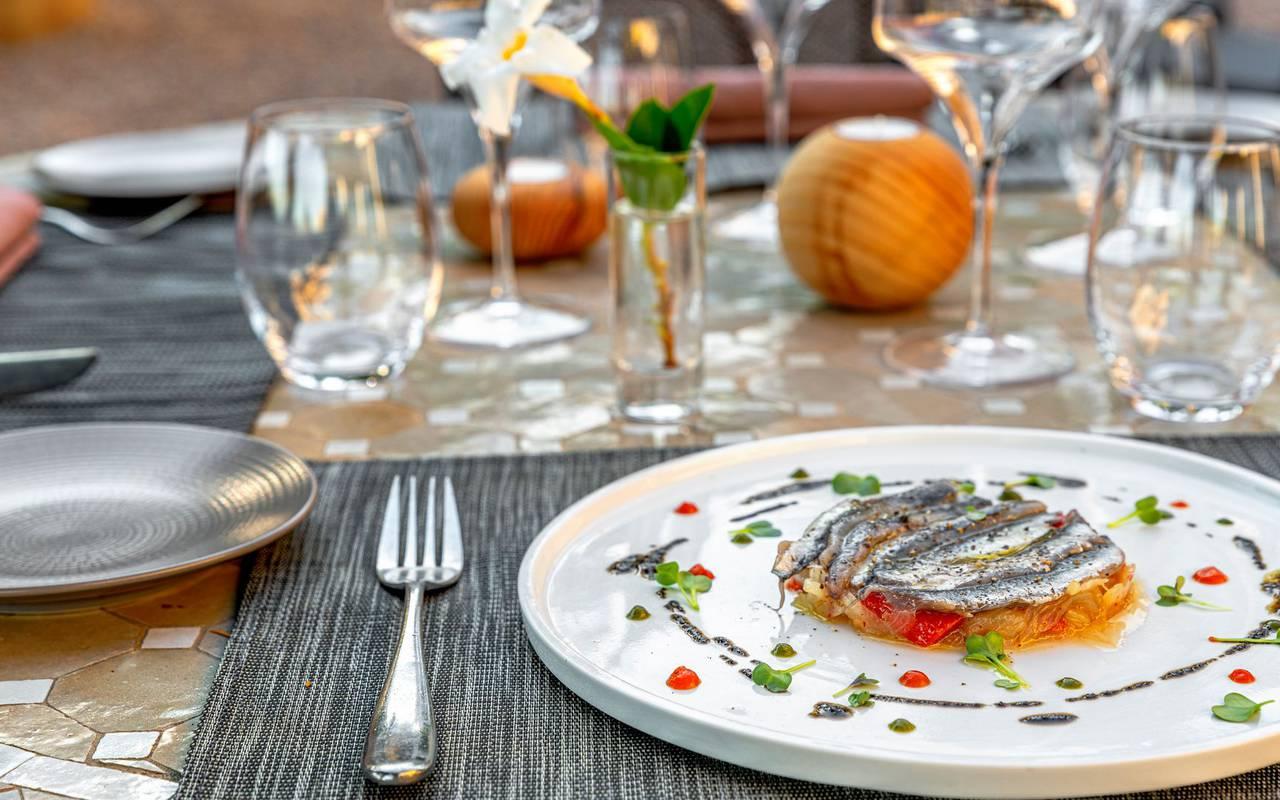 table de restaurant et tartelette à la sardine - restaurant port vendres