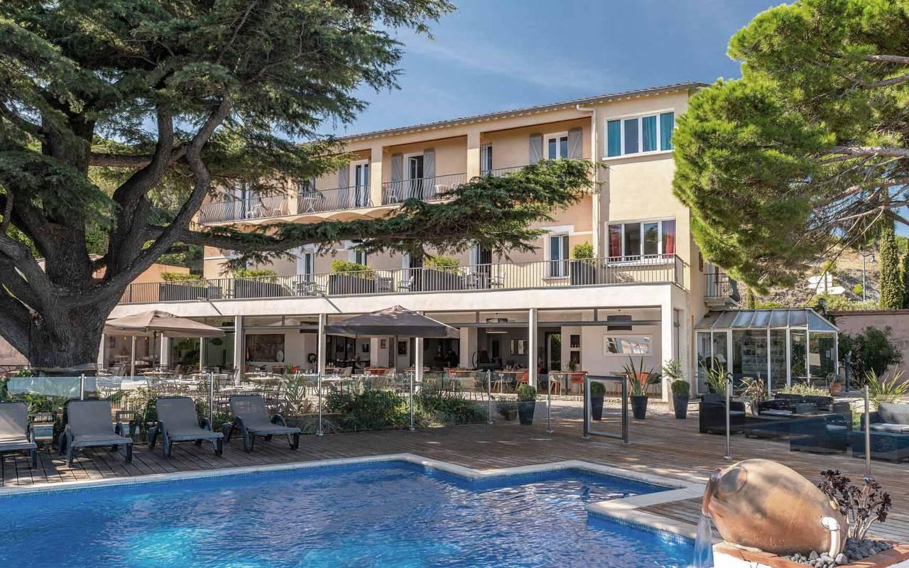 Vue sur l'hotel et la piscine - hotel luxe port vendres