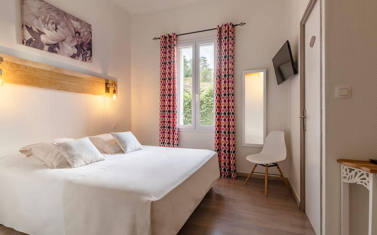 Chambre de l'hôtel du Jardins du Cedre - hotel restaurant port vendres